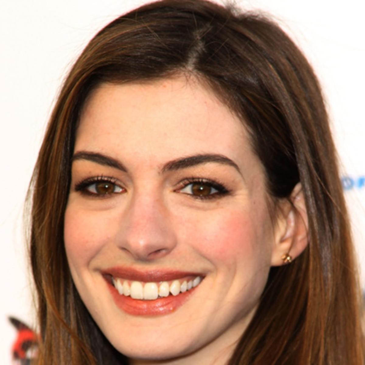 Anne Hathaway Bio, Wife, Net Worth, Brother, Married, Kids ...